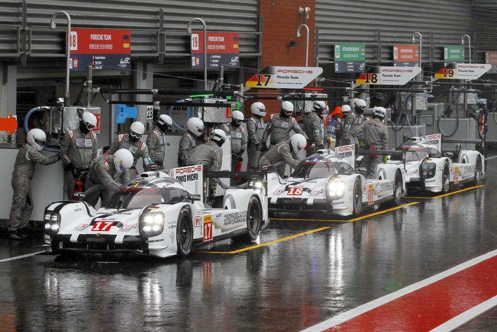 Porsche 919 Hybrid 17 Bernhard/Hartley/Webber, 18 Dumas/Jani/Lieb, 19 Bamber/Huelkenberg/Tandy