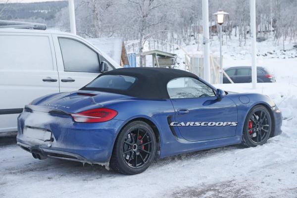 Porsche Boxster gt4 côté