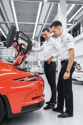 La Porsche GT3 RS avec les pilotes Sven Müller et Earl Bamber