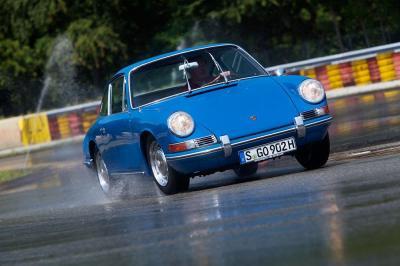 Porsche classic tyre testing
