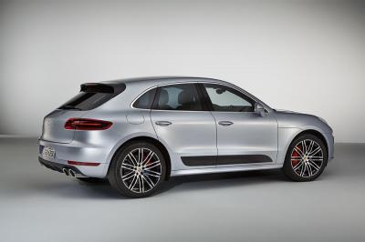 Porsche macan turbo avec pack performance 4