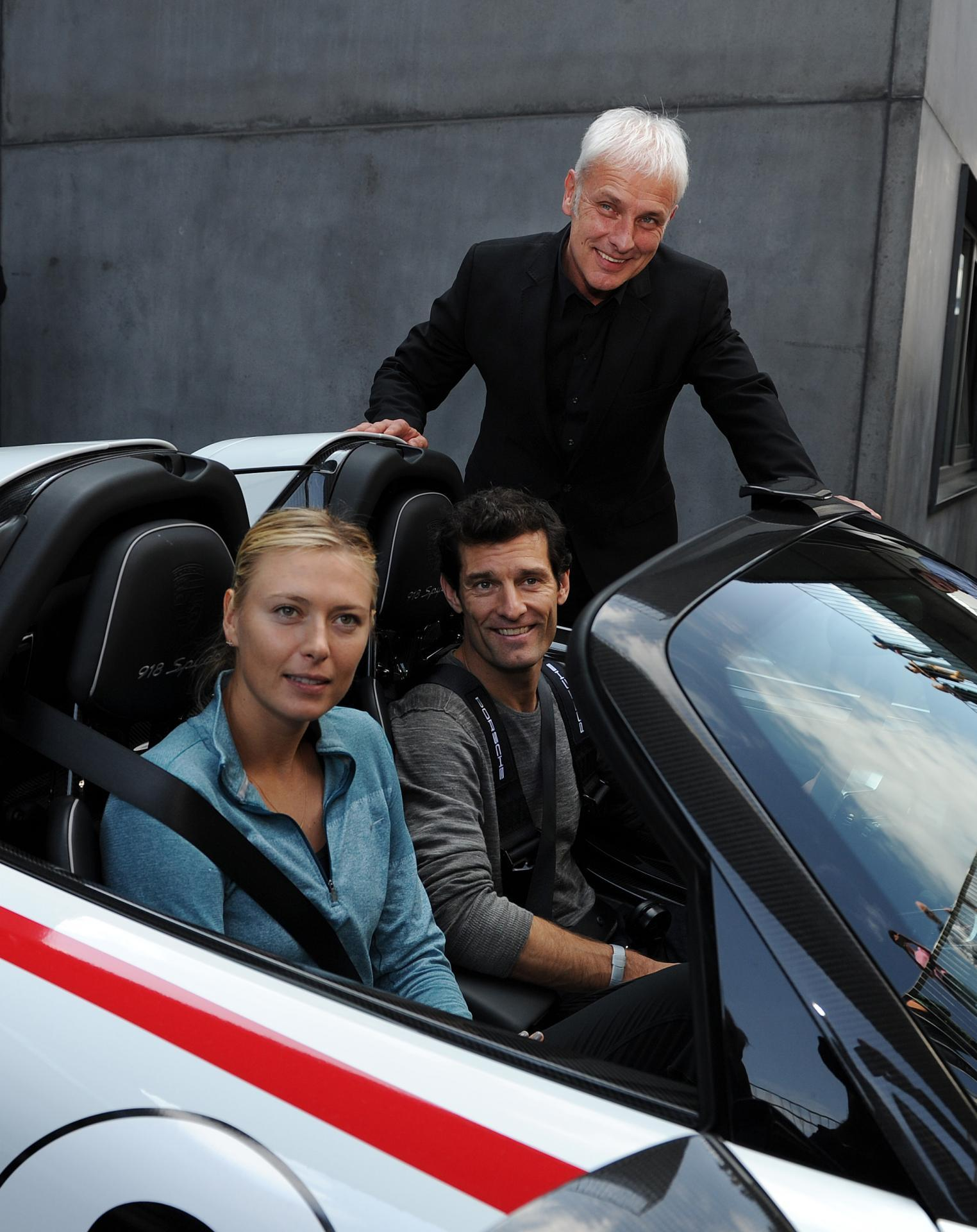 sharapova et webber essayent la 918 spyder. Black Bedroom Furniture Sets. Home Design Ideas
