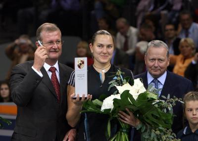 Wendelin wiedeking avec wolfgang porsche et la championne de tennis russe nadia petrova
