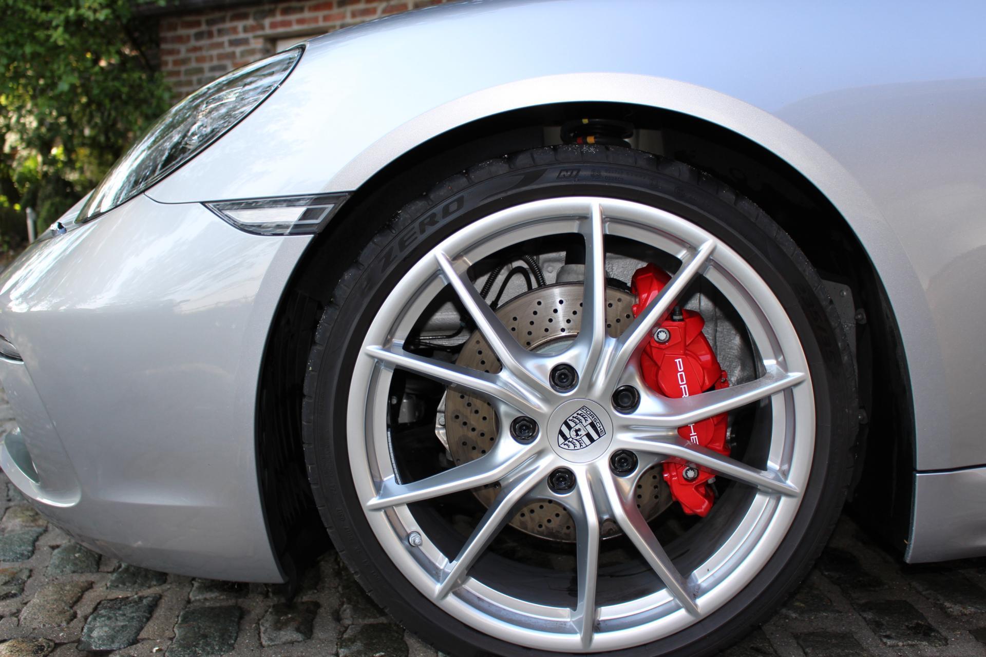 Porsche 718 Boxster S (Boxster)