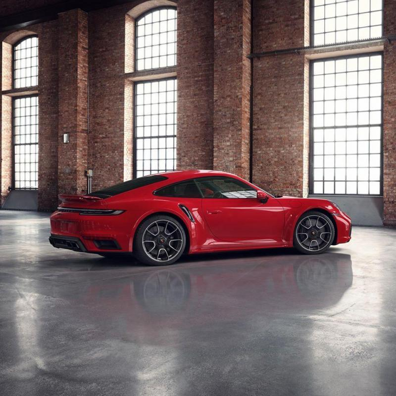 Porsche 992 Turbo S Exclusive Rouge Indien