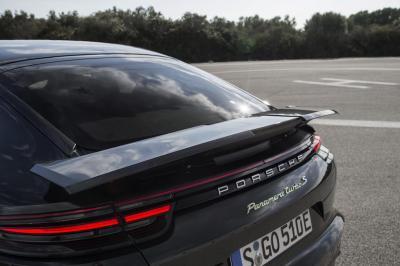 Aileron porsche panamera turbo s e hybrid