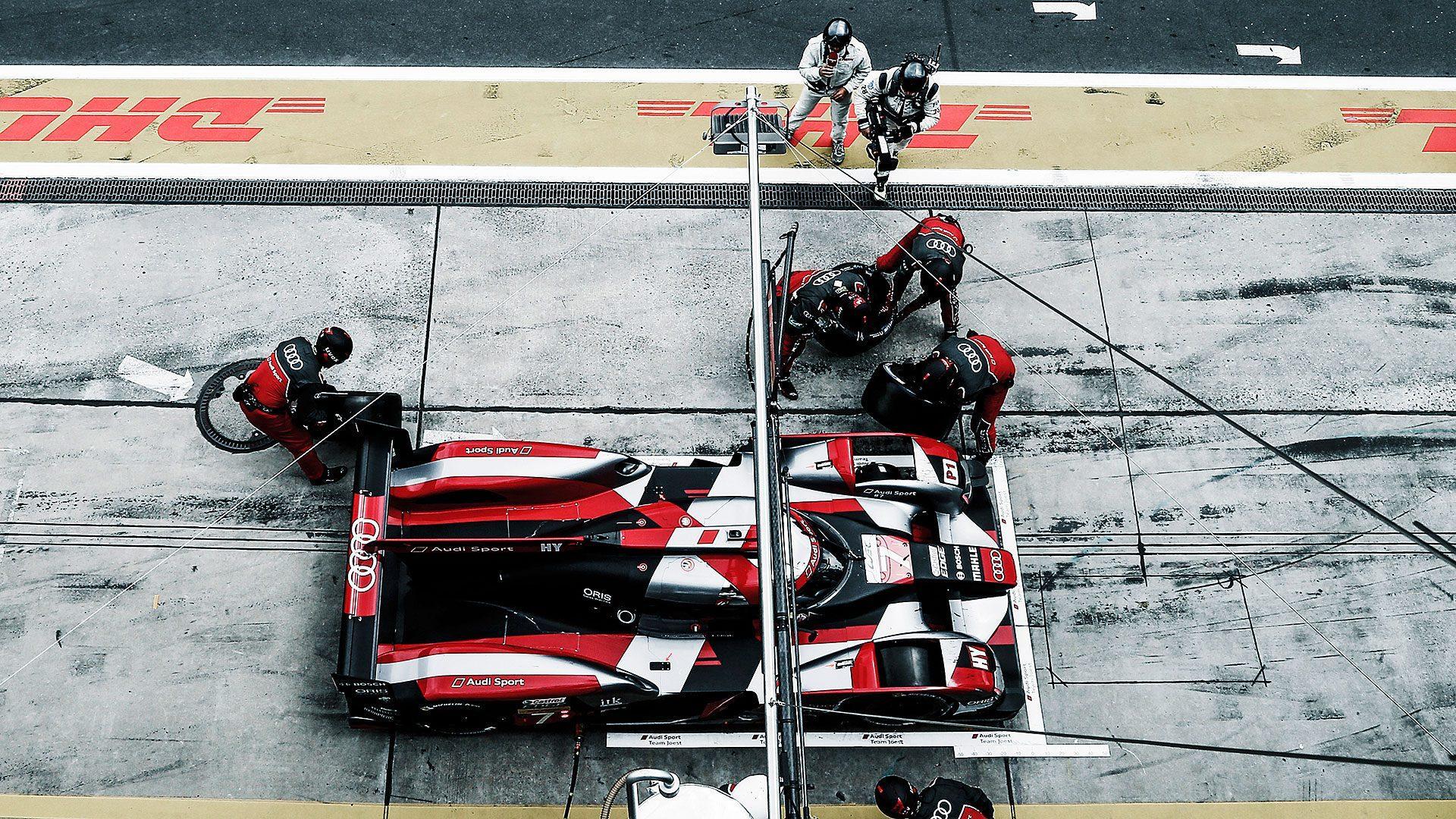Audi r18 pitstop