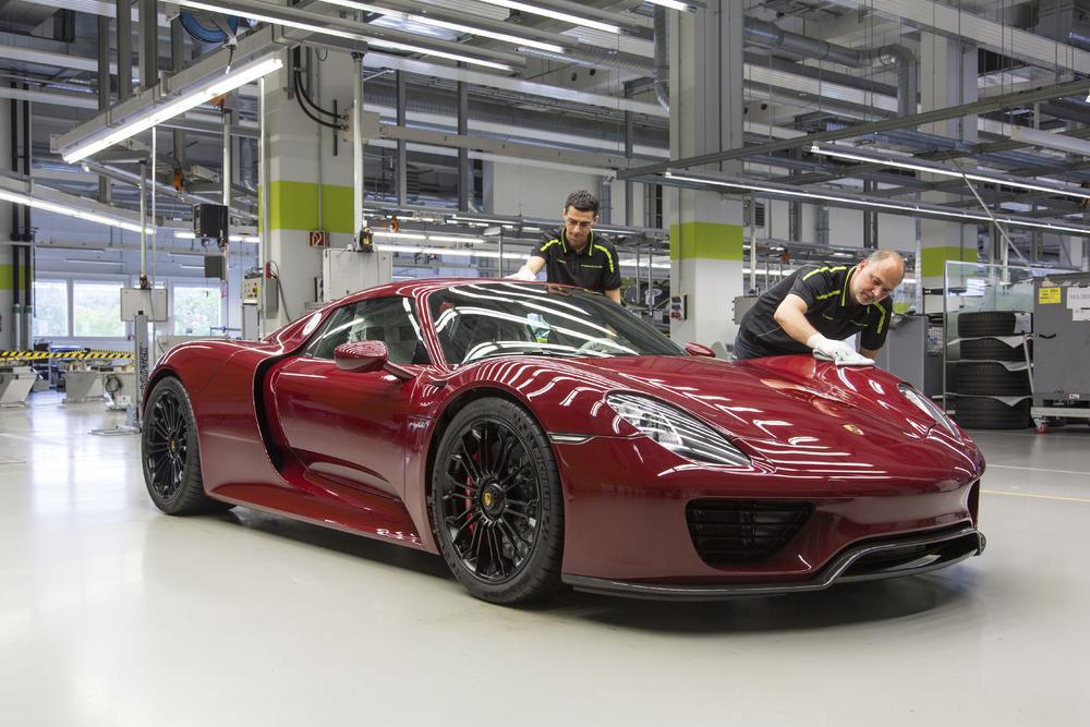 Porsche 918 Spyder production line
