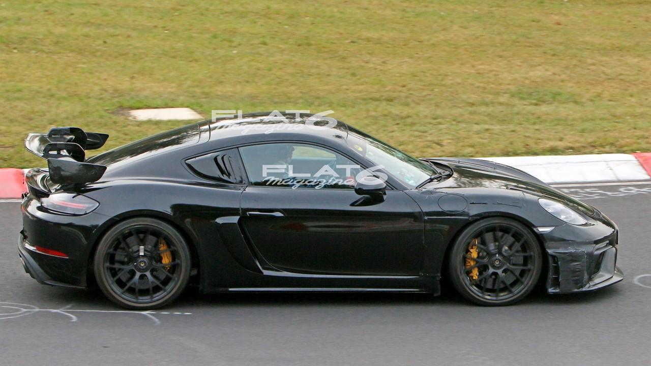 Porsche 718 cyman gt4 rs 3