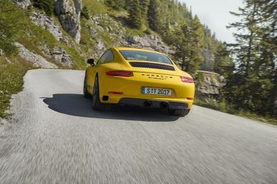 Porsche 911 carrera t action