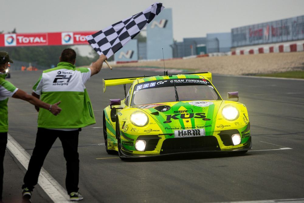 Porsche 911 gt3 r 24h nurburgring 2021 8