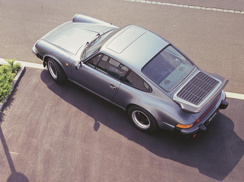 Porsche 911 type g carrera 3 2 aileron grise dessus
