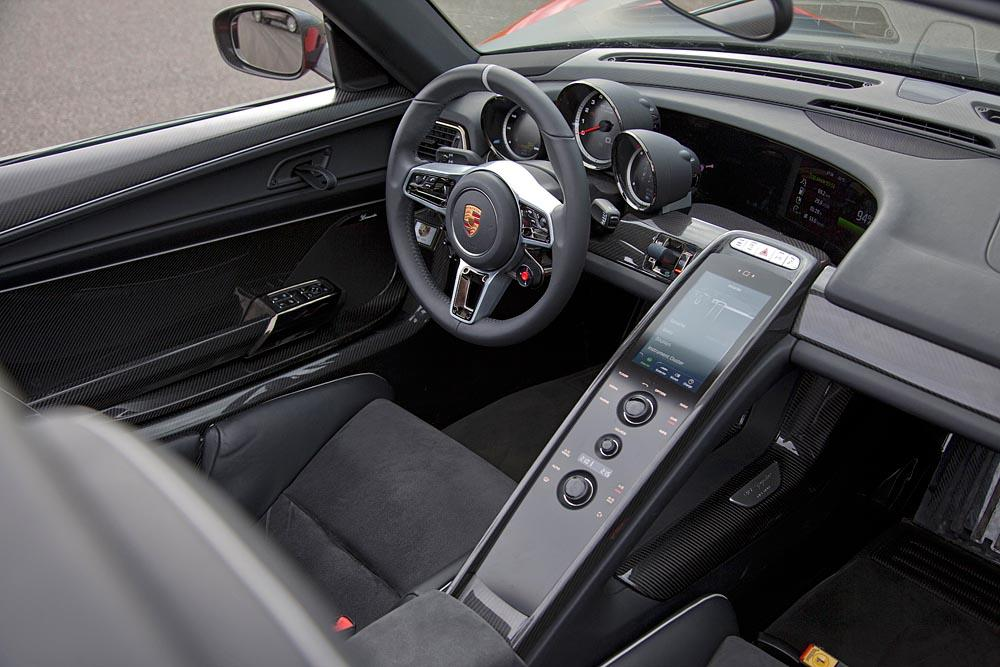 Porsche 918 spyder interieur