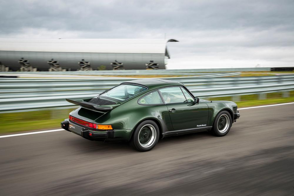 Porsche 930 turbo 3 3 2