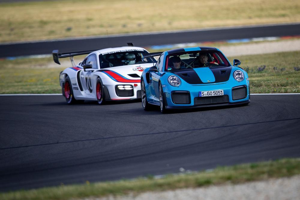 Porsche 935 vs 991 gt2 rs