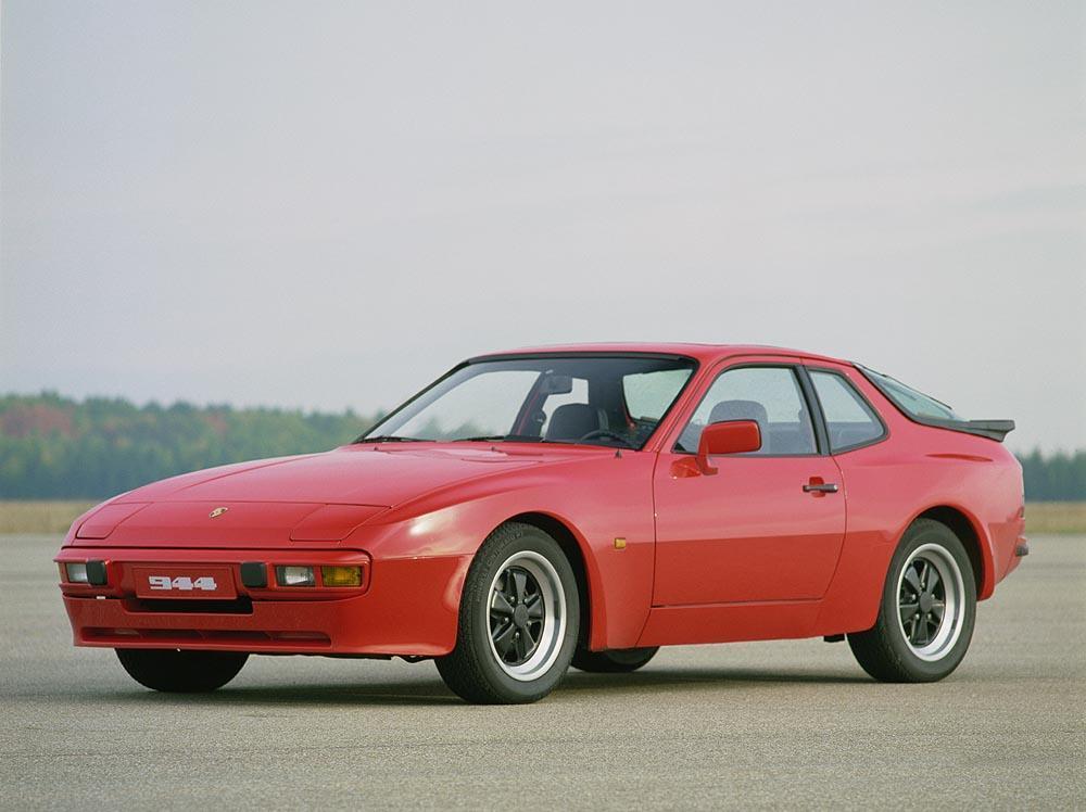 Porsche 944 rouge indien face