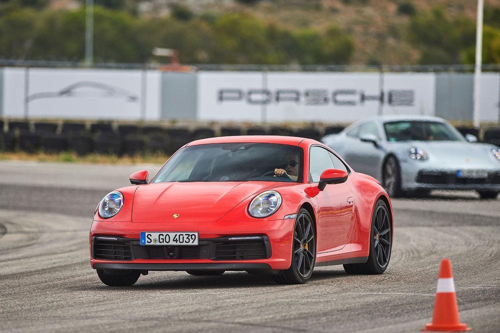 Porsche 992 avant piste