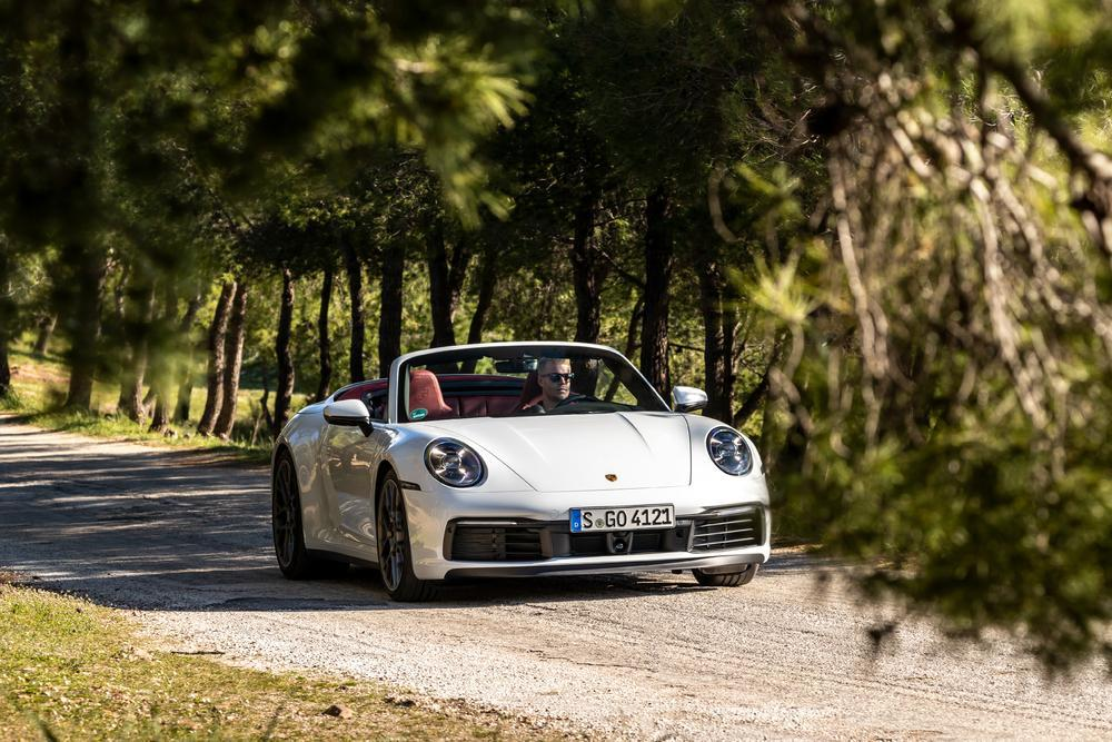 Porsche 992 carrera 4s cabriolet carrara white