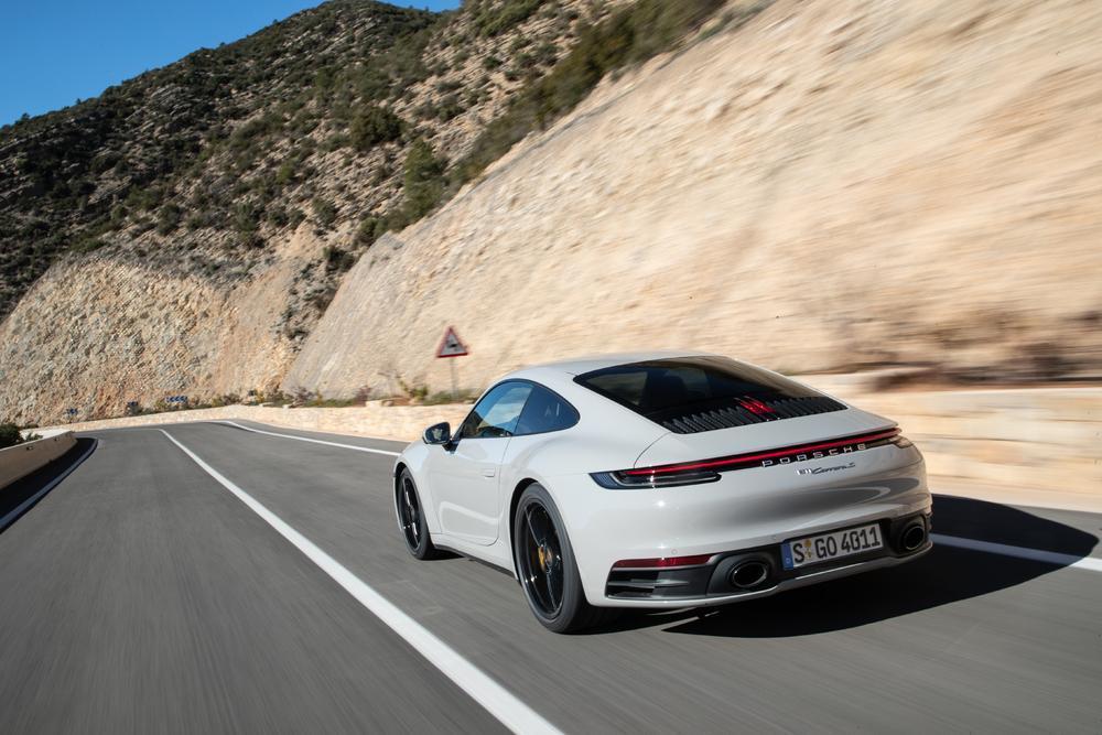 Porsche 992 carrera craie arriere