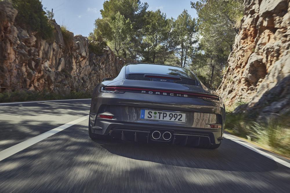 Porsche 992 gt3 touring 1