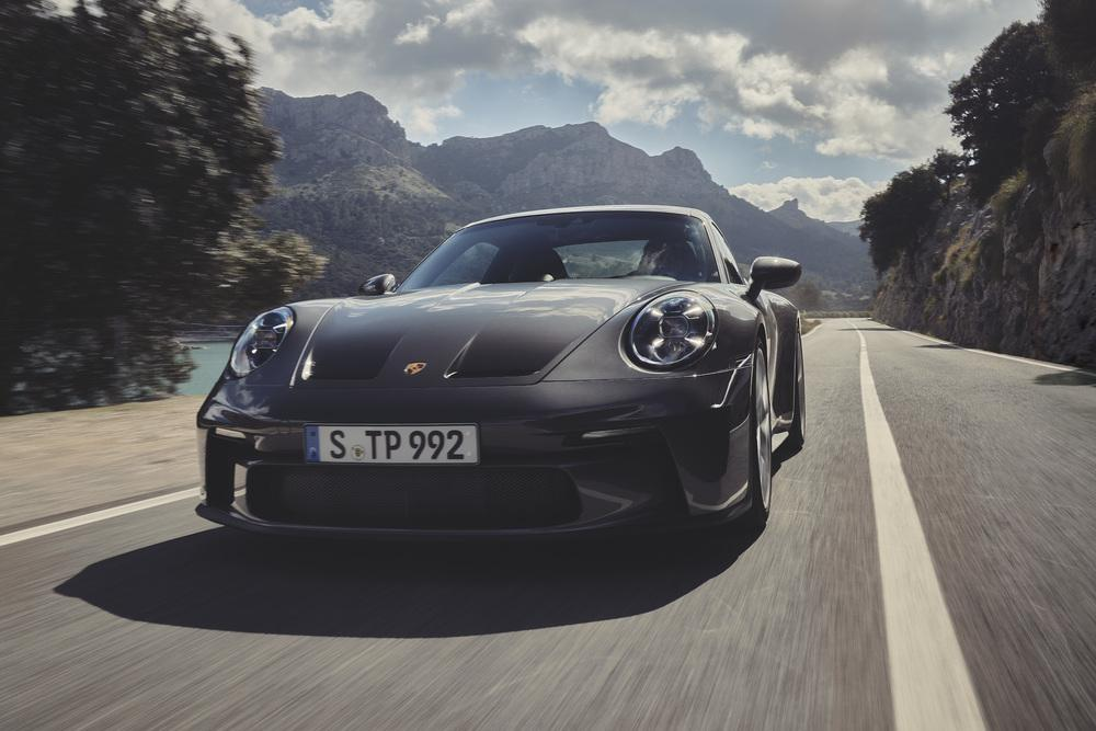 Porsche 992 gt3 touring 4 1
