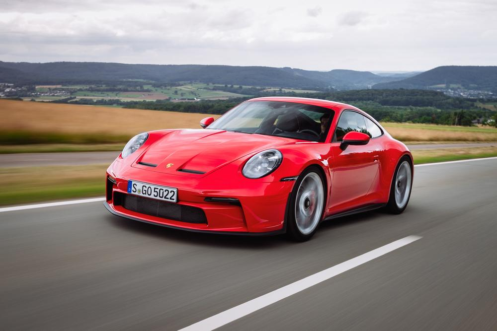 Porsche 992 gt3 touring rouge indien