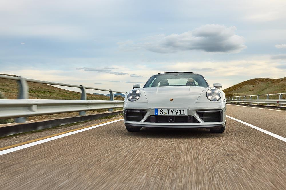 Porsche 992 targa 4 gts 2 1