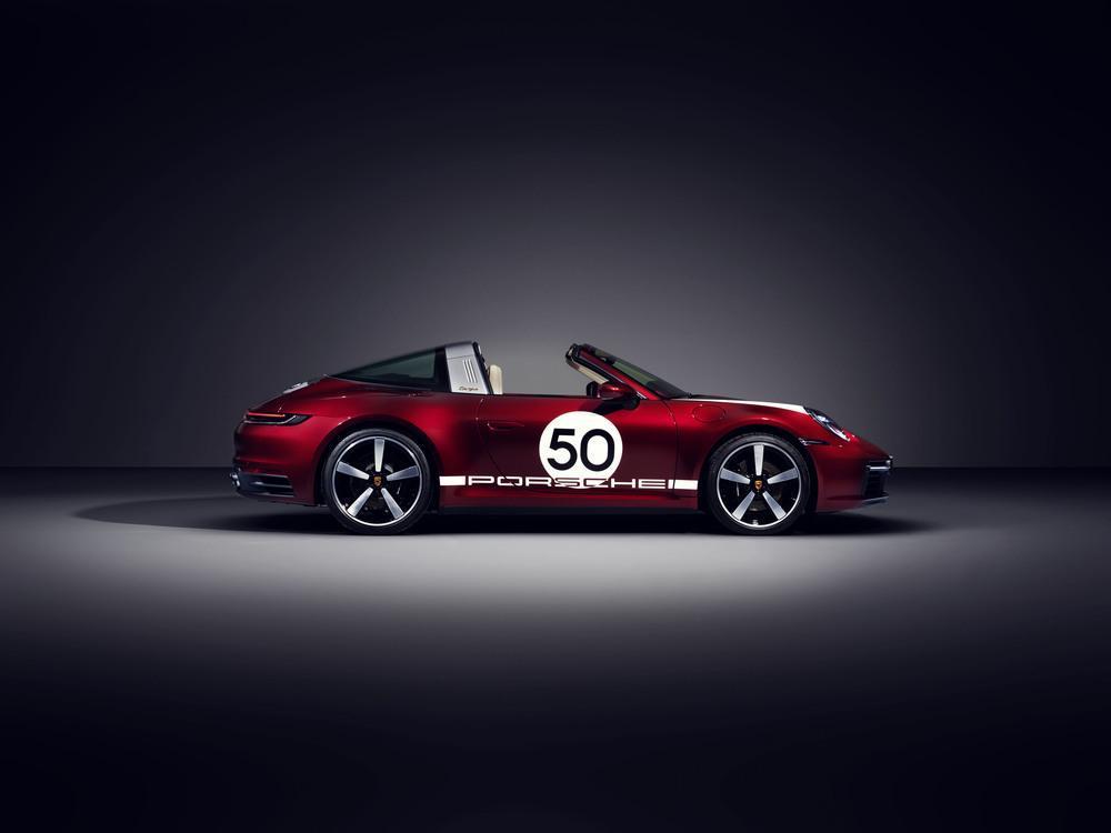 Porsche 992 targa 4s heritage design 2