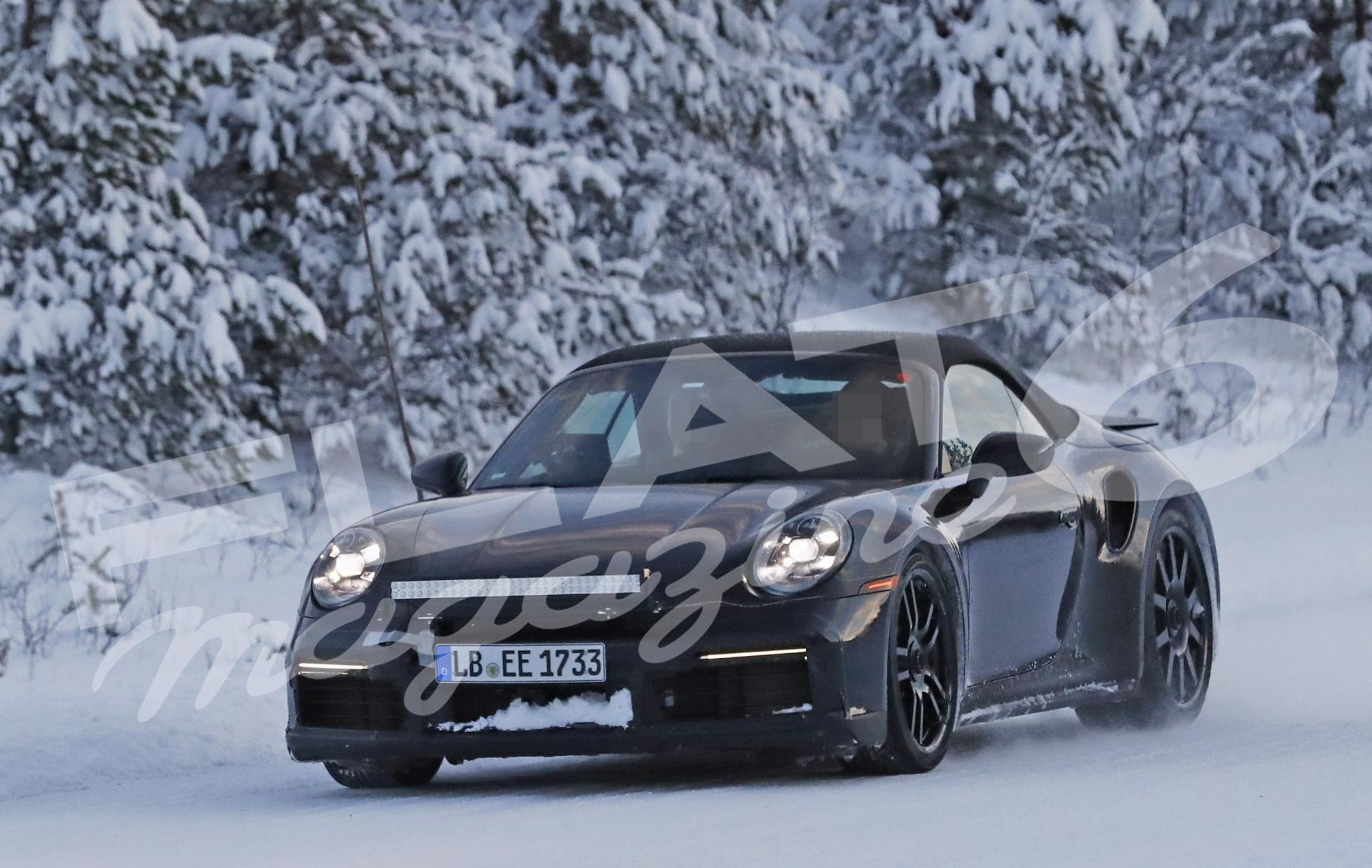 Porsche 992 turbo convertible winter 9