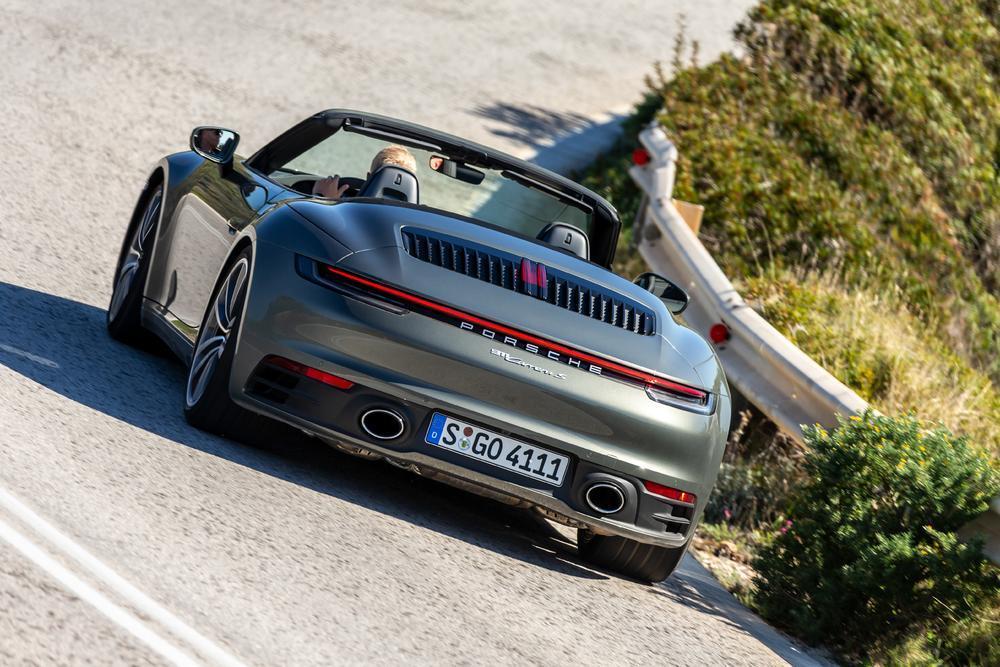 Porsche 992 vert aventurine