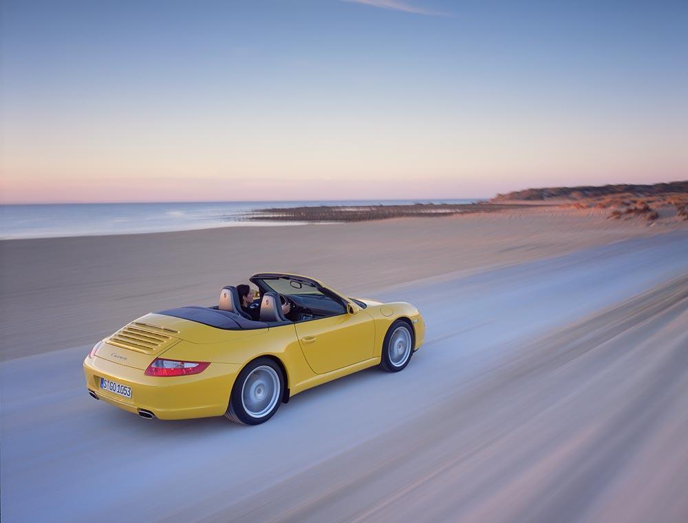 Porsche 997 carrera cabriolet jaune arriere