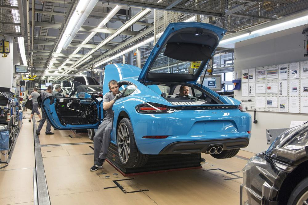 Porsche cayman 718 production 2