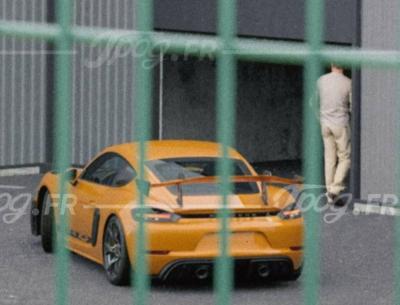 Porsche cayman gt4 rs jaune