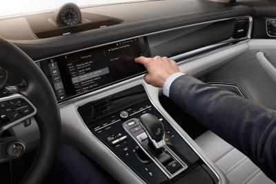 Porsche connect et avanced cockpit panamera