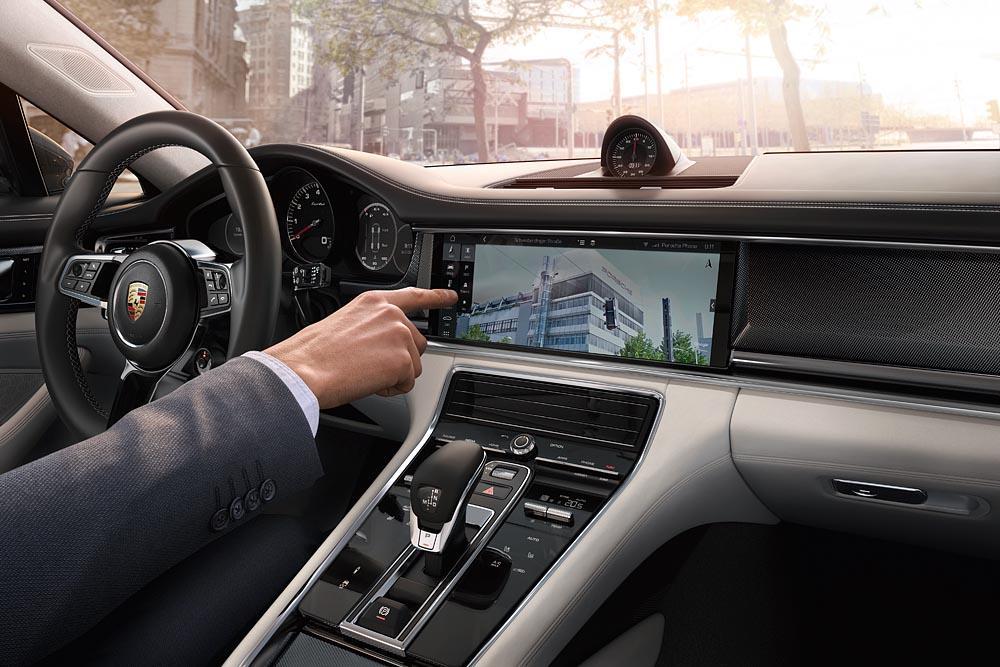 Porsche connect et navigation avec google street view panamera