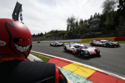 Porsche contre toyota