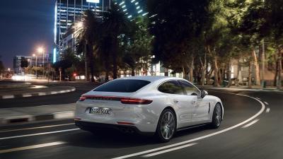 Porsche panamera turbo s e hybrid 4