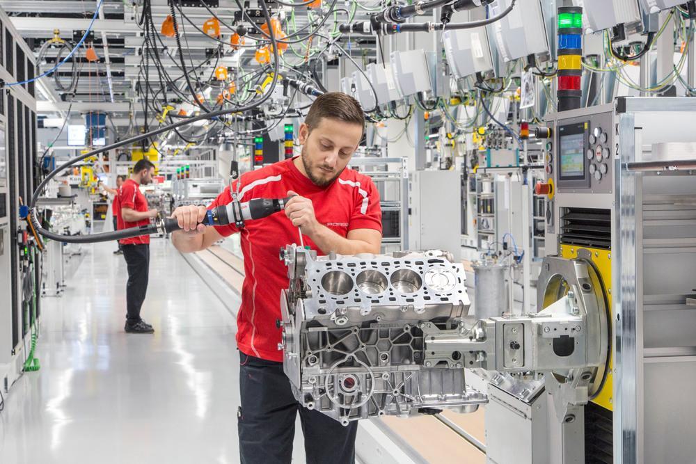 Une chaîne de production Porsche dédiée aux 8 cylindres 91b68a67a8b
